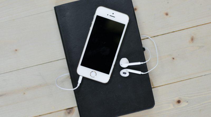 iphone avec écouteurs