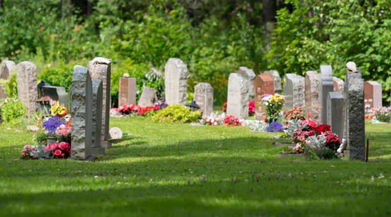 3 Bonnes raisons de nettoyer une tombe ?