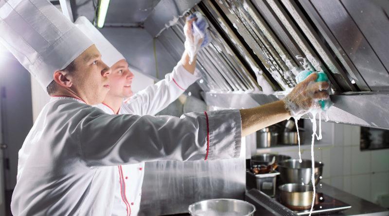 personnel en cuisine