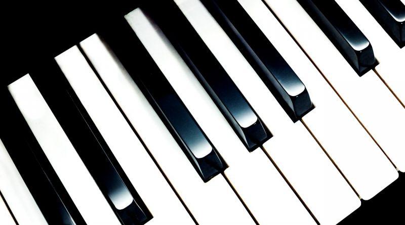 apprendre à jouer avec un piano en ligne