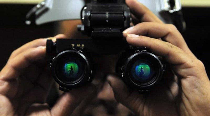 photo d'une paire de jumelles de vision nocturne