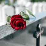 Comment bien organiser les obsèques d'un proche?